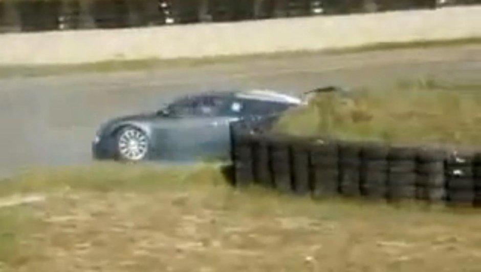 Vidéo : une Bugatti Veyron loupe son dérapage