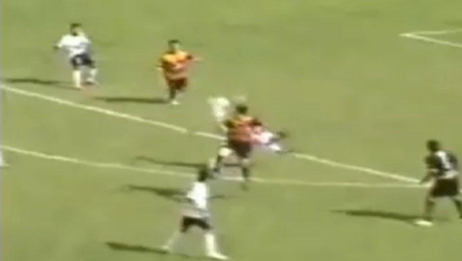 Insolite : le but de l'année marqué en Bolivie ! (vidéo)