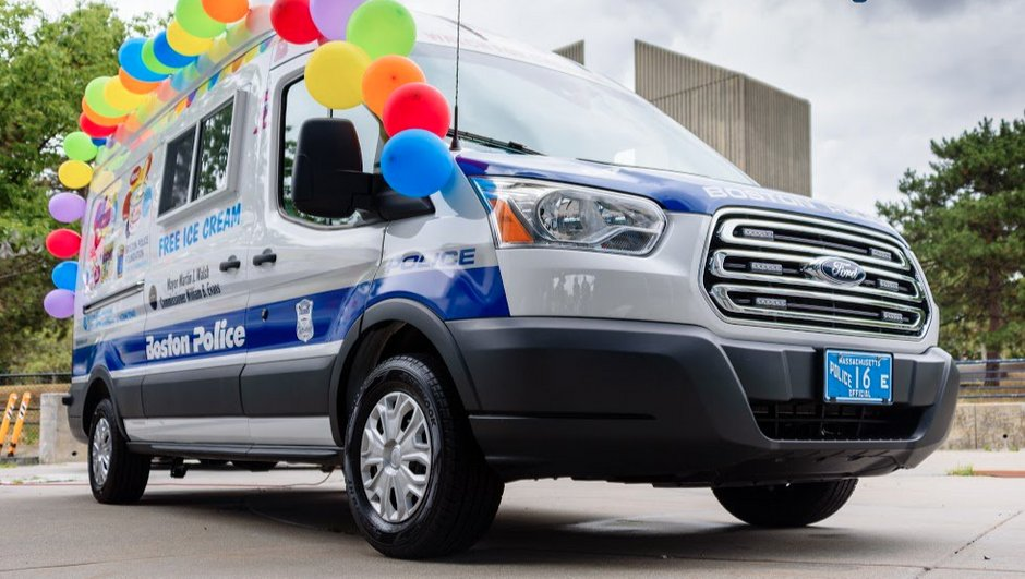 Insolite : la police de Boston intègre un camion de glaces à sa patrouille