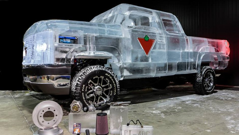Insolite : Des canadiens construisent un pick-up de glace