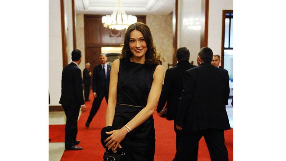 Cannes : Tourner avec Carla Bruni-Sarkozy ? Woody Allen croise les doigts !