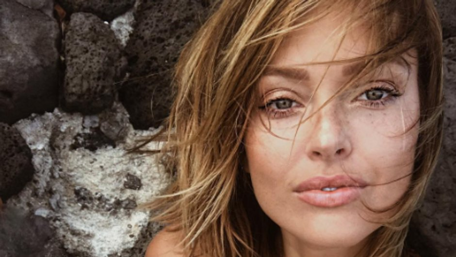 Caroline Receveur délicieusement sexy en Corse