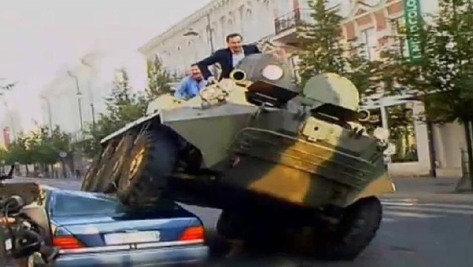 insolite-maire-ecrase-voitures-mal-garees-un-tank-2652343