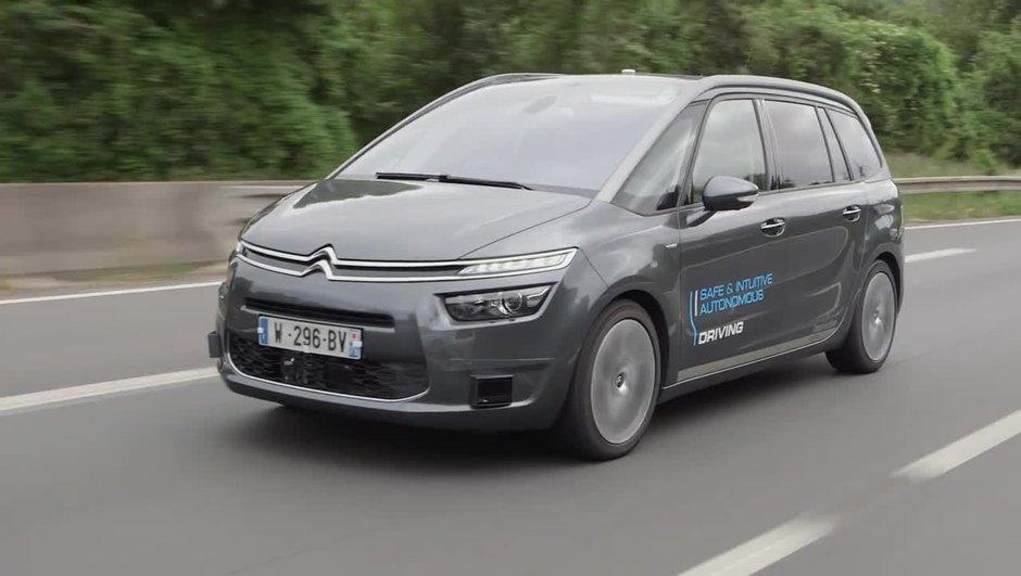 VIDEO: PSA Peugeot-Citroën présente un C4 Picasso semi-autonome