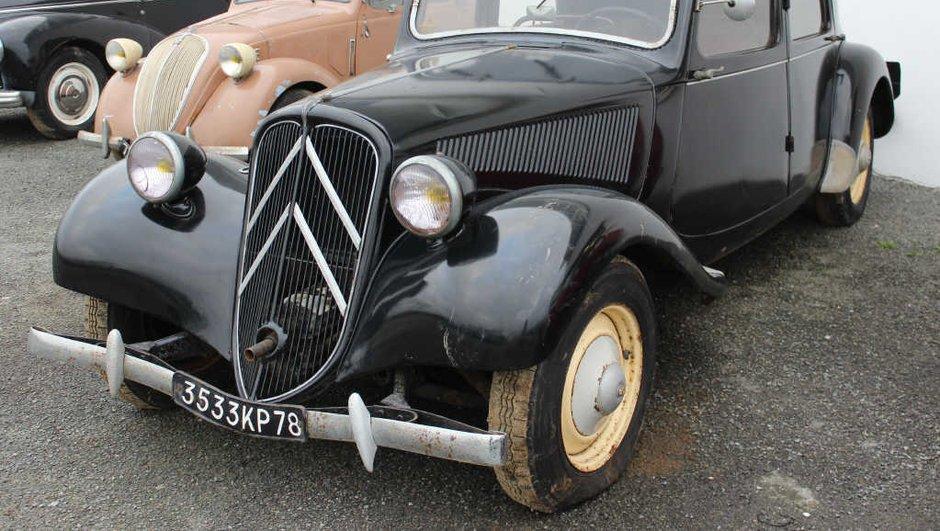 Insolite : 70 vieilles voitures d'une grange bretonne mises aux enchères