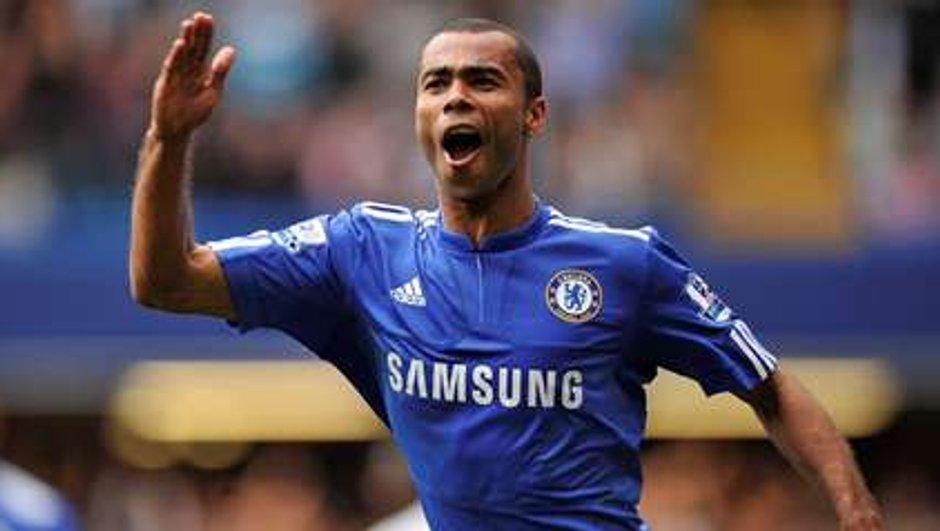 Chelsea : Ashley Cole tire sur un supporter !