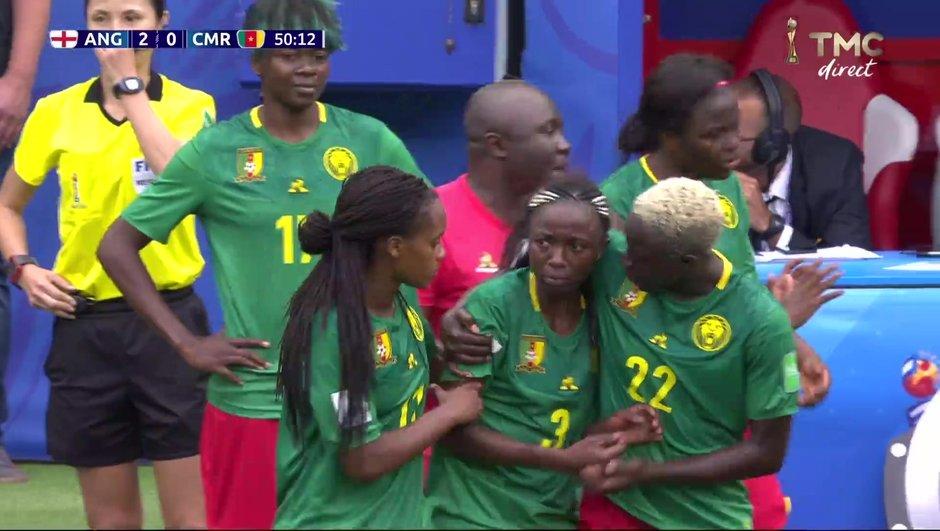 Les joueuses du Cameroun s'arrêtent de jouer après l'annulation d'un but par le VAR