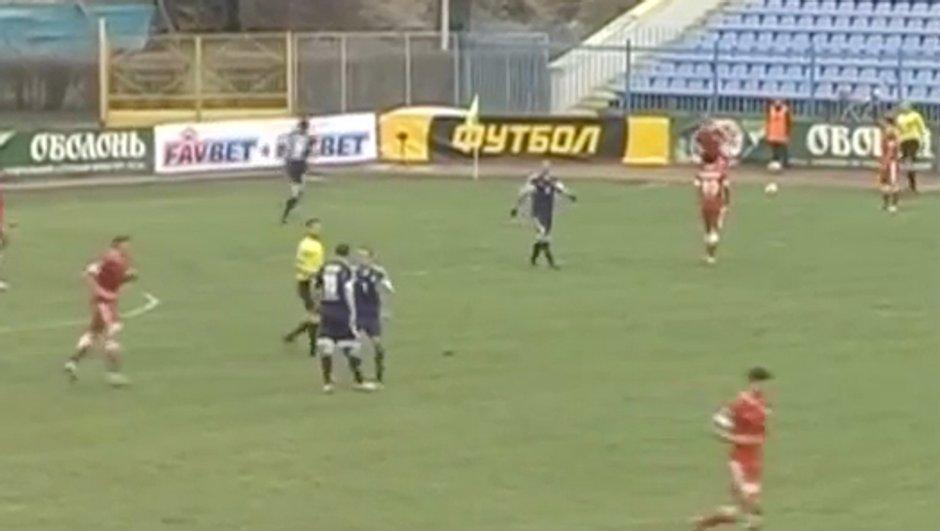Insolite : un joueur agresse son coéquipier ! (vidéo)