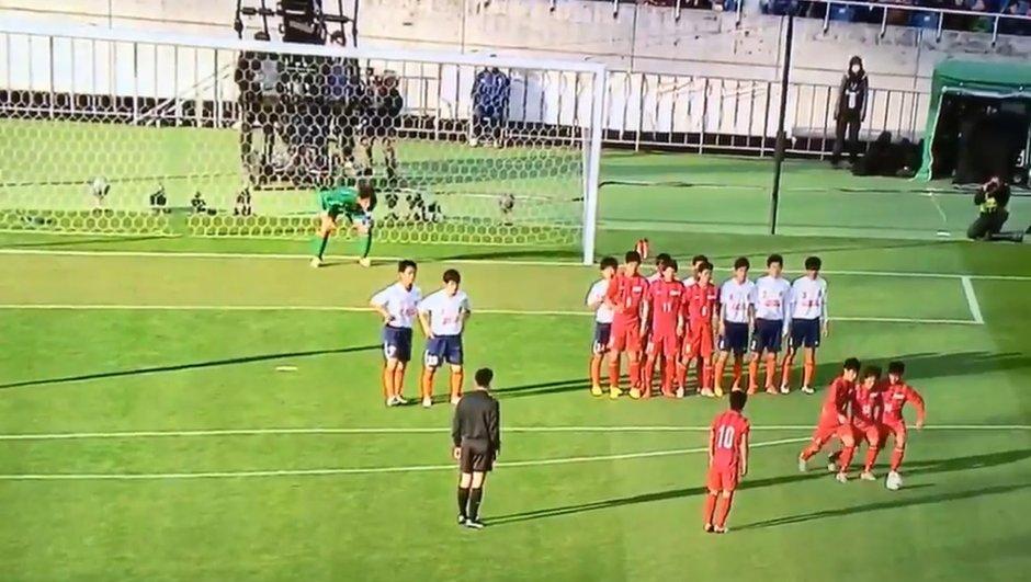 Insolite : L'incroyable coup franc d'une équipe lycéenne japonaise (VIDEO)