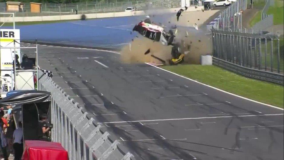 Vidéo : Un crash spectaculaire en GT4