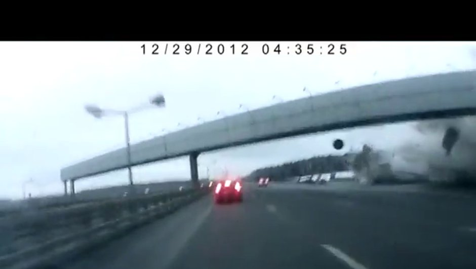 Vidéo : le crash de l'avion en Russie filmé par une voiture