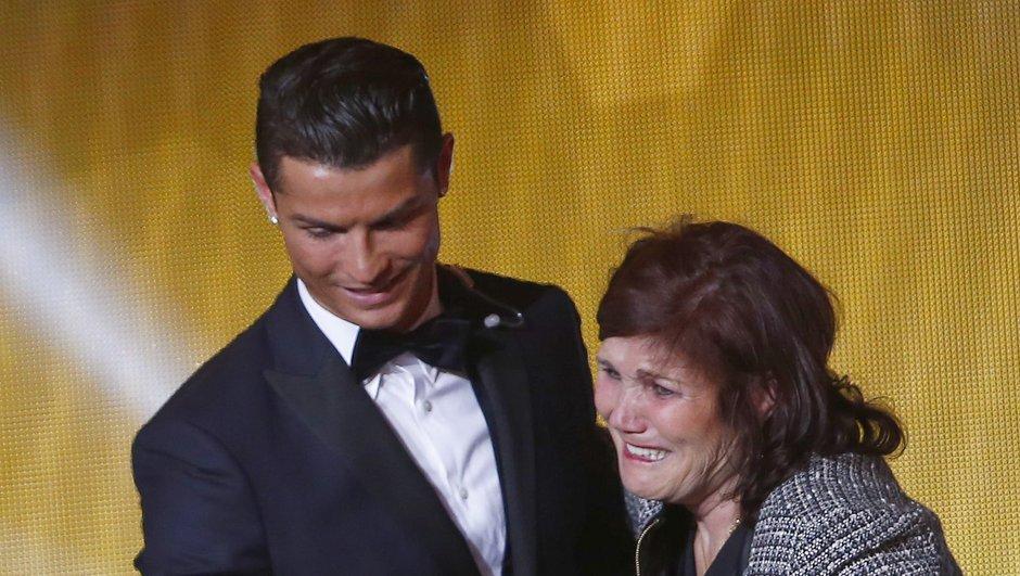 Insolite : La mère de Cristiano Ronaldo arrêtée à l'aéroport
