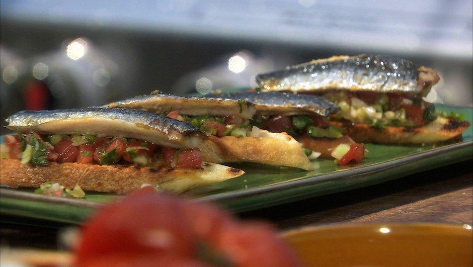 Croustade de filets de sardines grillées à la tomate et fenouil