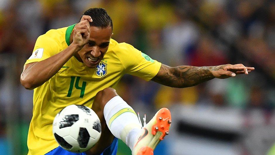 Le latéral droit brésilien Danilo forfait jusqu'à la fin du Mondial