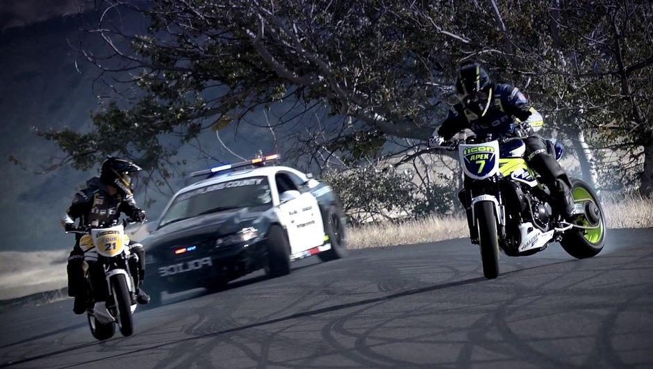 video-2-motos-de-drift-defient-police-2137735