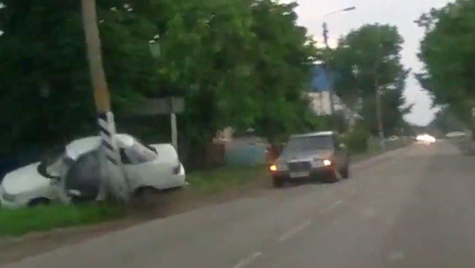 Vidéo insolite : éjecté de sa voiture, mais sauf !