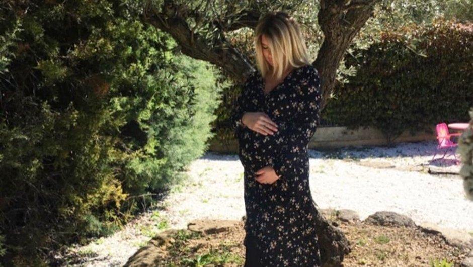 Découvrez la transformation physique impressionnante d'Emilie Fiorelli, trois semaines après son accouchement