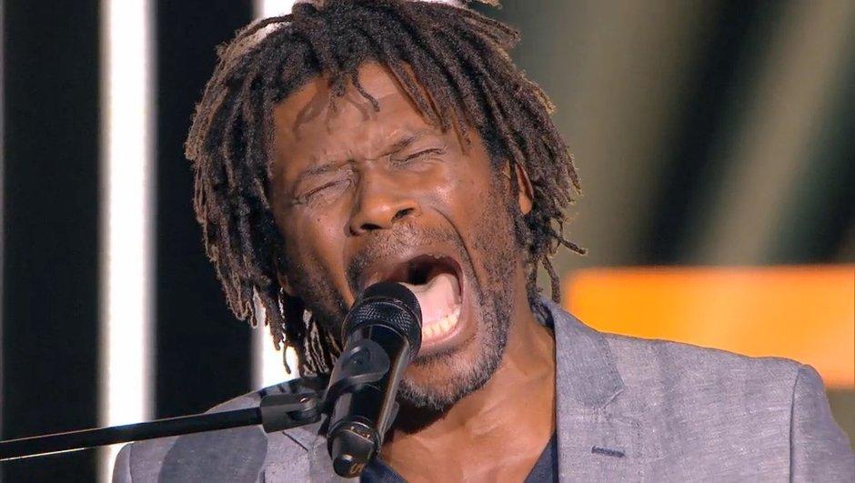 the-voice-coachs-transe-devant-performance-d-emmanuel-djob-6326210