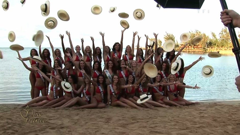 Miss France 2013 : 33 miss en maillot pour une photo officielle