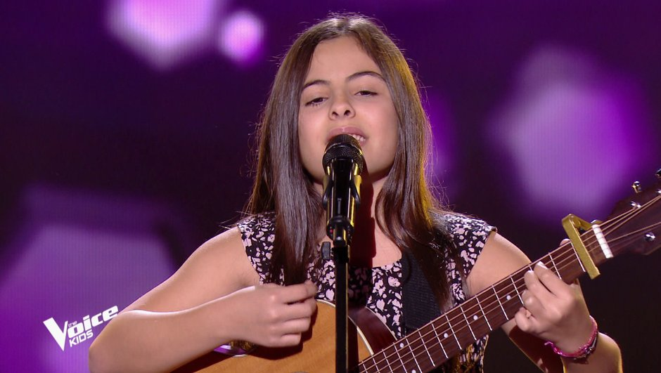 "The Voice Kids 6 - Eva et sa guitare ""émoustillent"" les quatre coachs (REPLAY)"