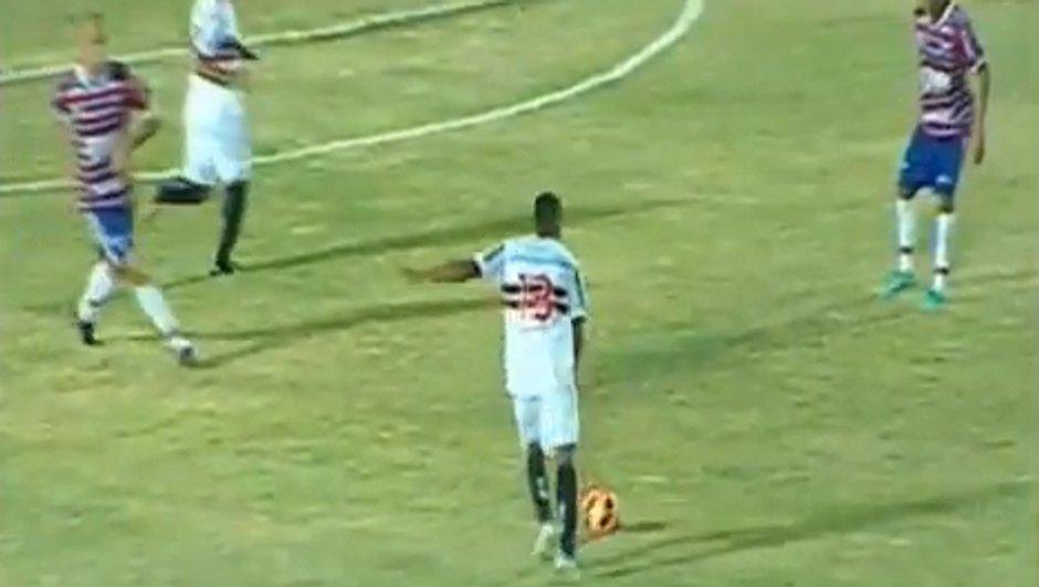 Insolite : la Roberto Carlos frappe (vidéo)