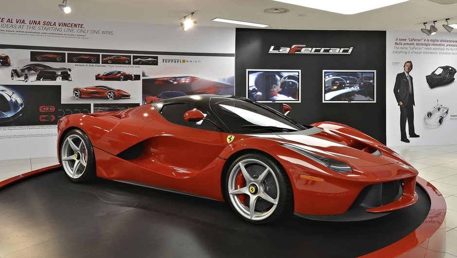 LaFerrari au sommet de l'exposition du Musée Ferrari