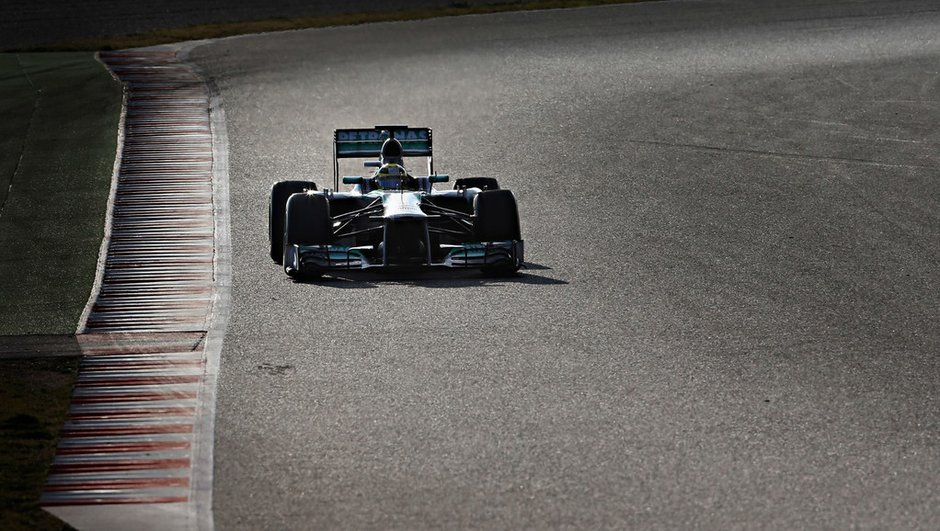 f1-essais-barcelone-2013-rosberg-droit-devant-6408217