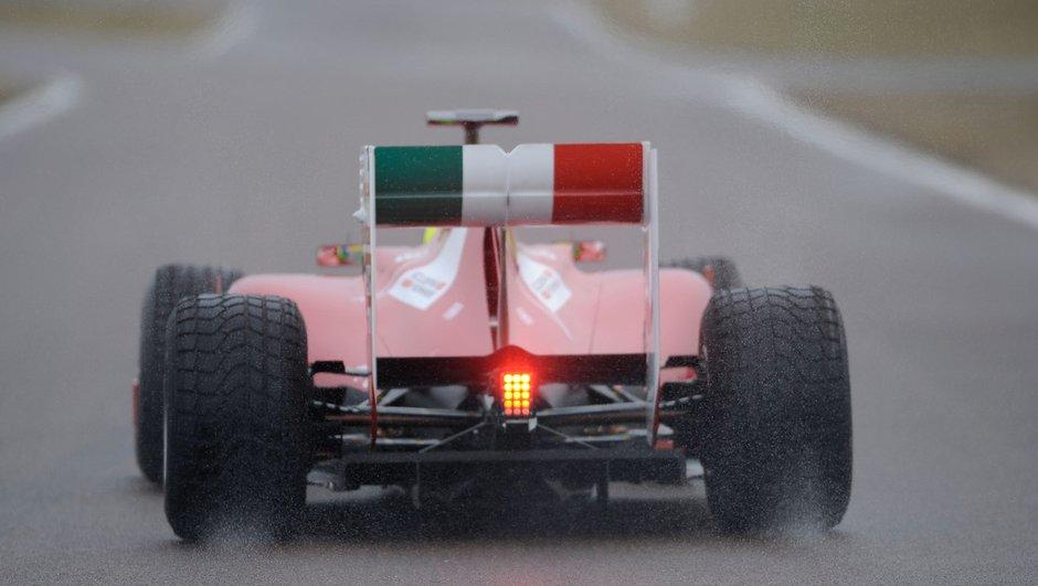 F1 - essais Silverstone : Massa et Rosberg sous la pluie battante