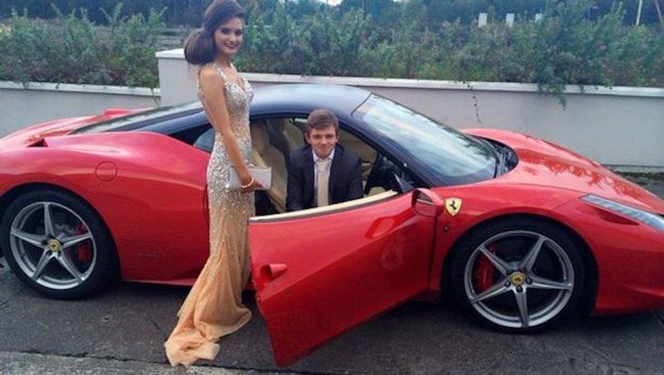 Insolite : à 16 ans, elle emmène son petit ami au bal à bord d'une Ferrari 458 Italia