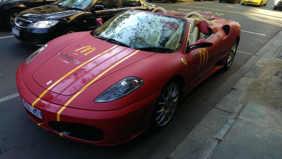 Insolite : une Ferrari F430 Spider livre votre fast-food en Australie