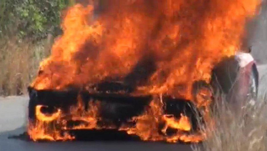 Insolite : La Ferrari d'Ever Banega prend feu ! (vidéo)