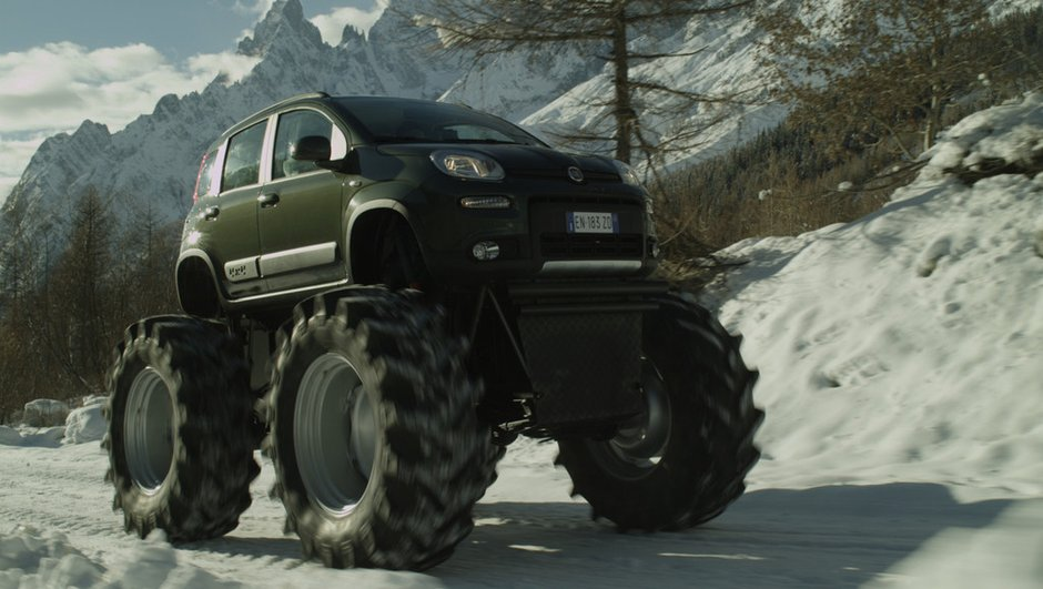 video-fiat-panda-4x4-se-joue-monster-truck-1696570