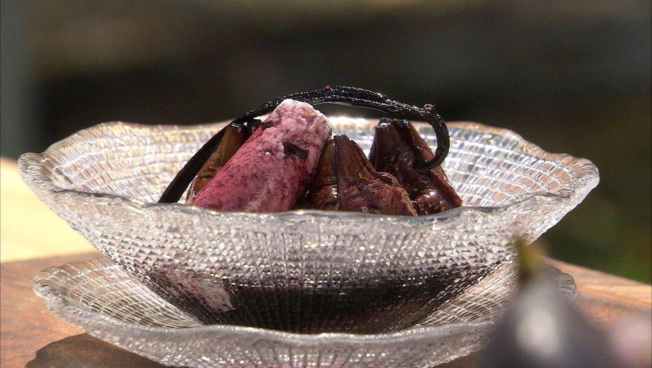 Figues au vin rouge épicé et brousse de chèvre