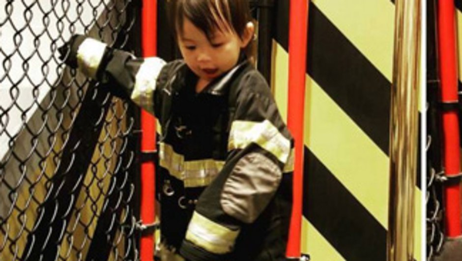Chicago Med : Mais à qui est cette petite fille craquante en pompier ?