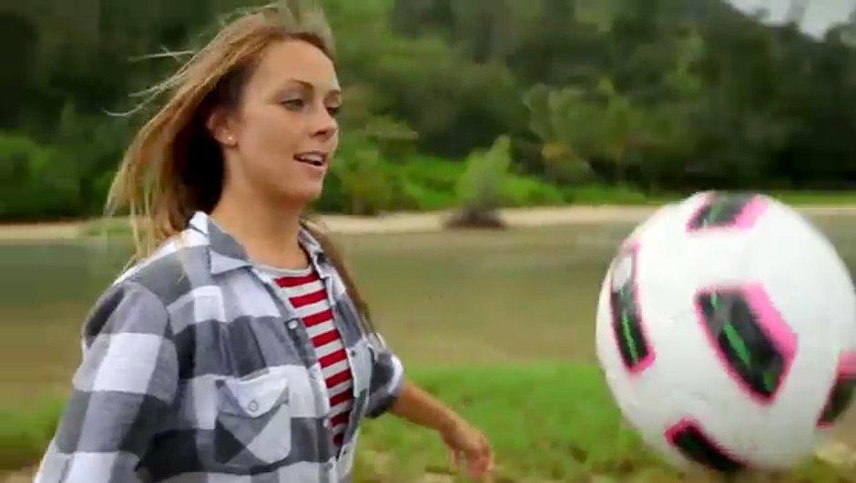 Vidéo buzz de la semaine : un ballon de foot et une fille sexy