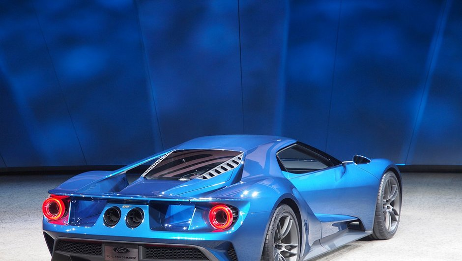 ford-gt-2016-une-version-de-course-de-700-chevaux-presentee-mans-7598261