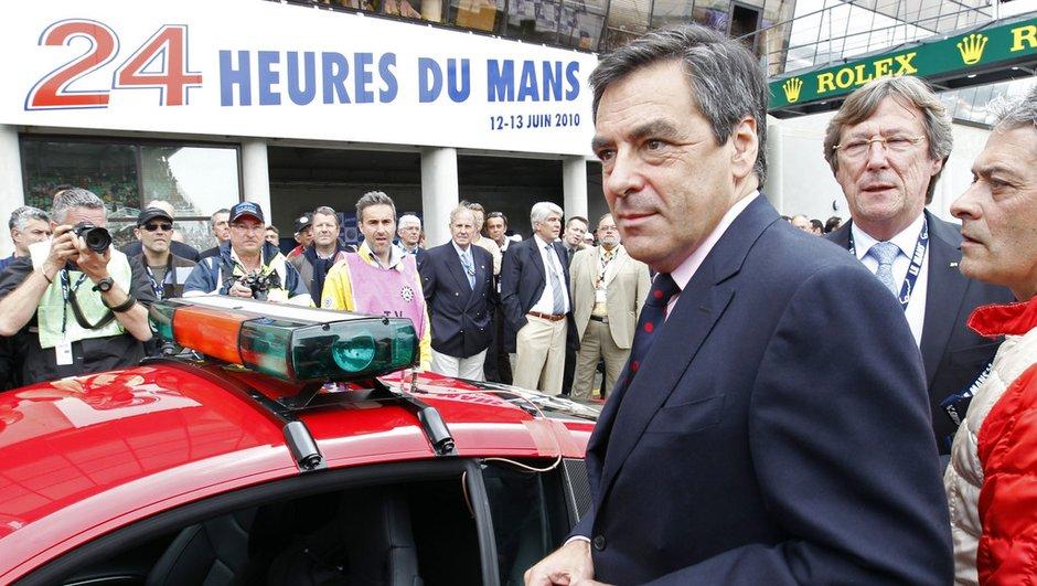 François Fillon chute en scooter et se casse le pied en Italie