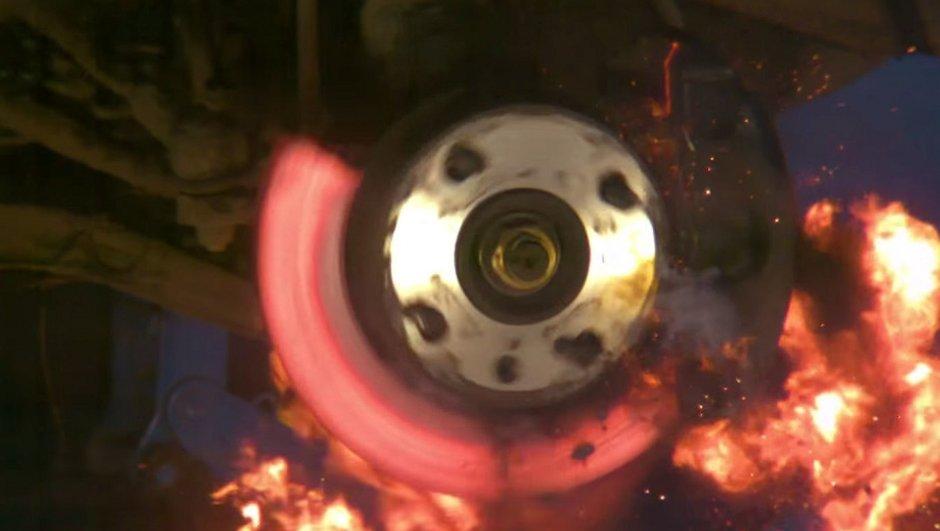 Insolite : Ils font rougir les freins d'une Ford Fiesta jusqu'à… l'explosion