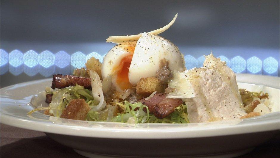 coeur-de-frisee-braisee-blanc-de-volaille-facon-salade-cesar-4468806