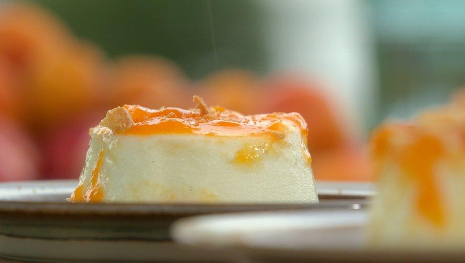 Gros-lait fermier cuit à la compote d'abricots aux galettes de Pont-Aven