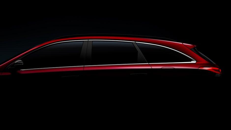 La Hyundai i30 Wagon dans la pénombre avant la lumière de Genève