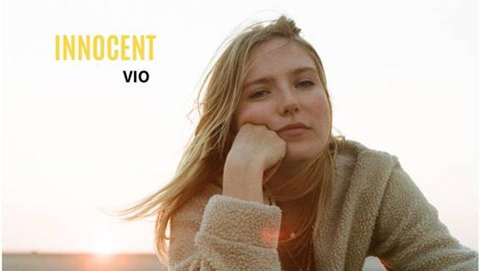 Les Bracelets Rouges - Découvrez Vio, l'artiste qui interprète le générique de la série