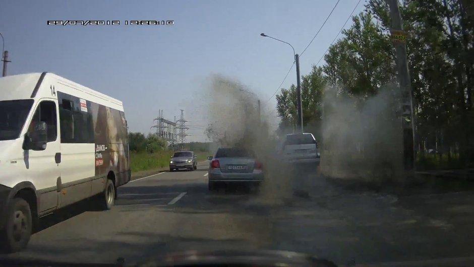 Insolite : il se venge en éclaboussant un automobiliste !