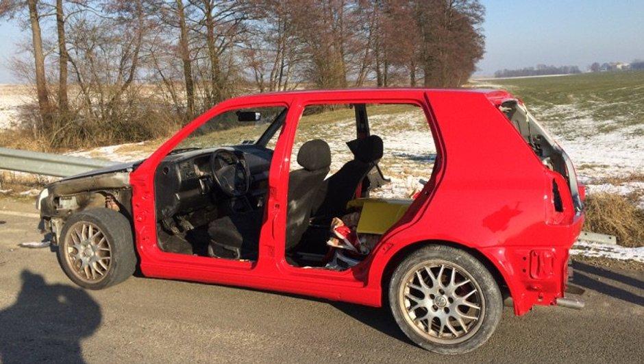 insolite-roule-une-voiture-desossee-peinture-n-seche-2273784