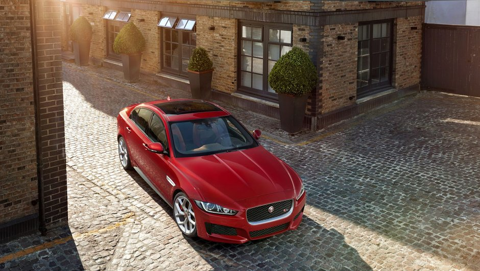 jaguar-xe-berline-anglaise-elue-plus-belle-voiture-de-l-annee-2014-5587511