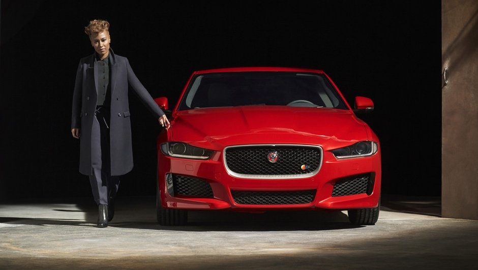 jaguar-xe-2015-premiere-photo-officielle-4-l-100-km-diesel-3143015