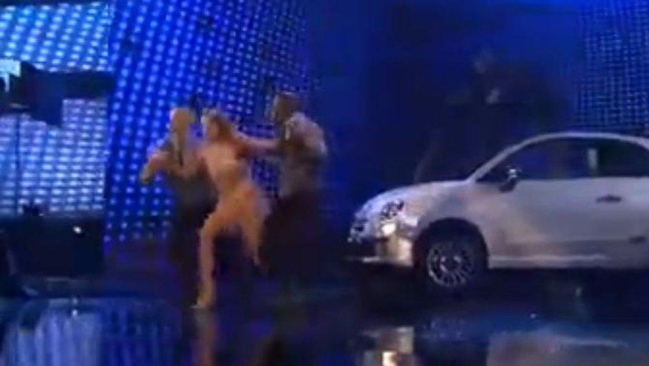 People : Jennifer Lopez en Fiat 500 lors des American Music Awards