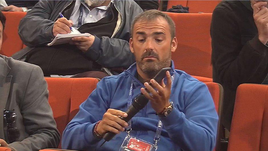 VIDÉO - Pour demander à Griezmann s'il reste à l'Atlético de Madrid, le journaliste utilise Google Translate