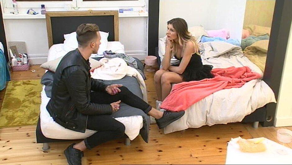 Julien passe à l'attaque avec Sarah