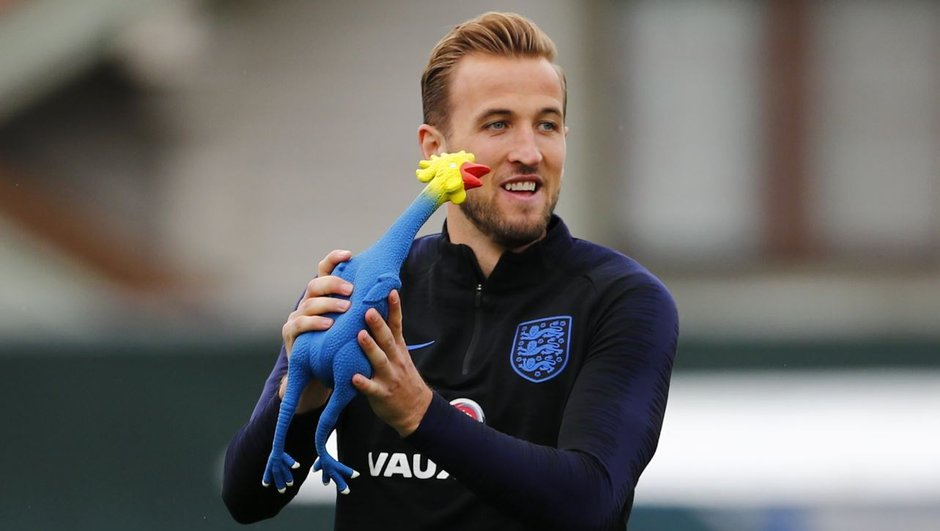 Les Anglais préparent la demie (et peut-être) la finale en se lançant des Coqs bleus et rouges
